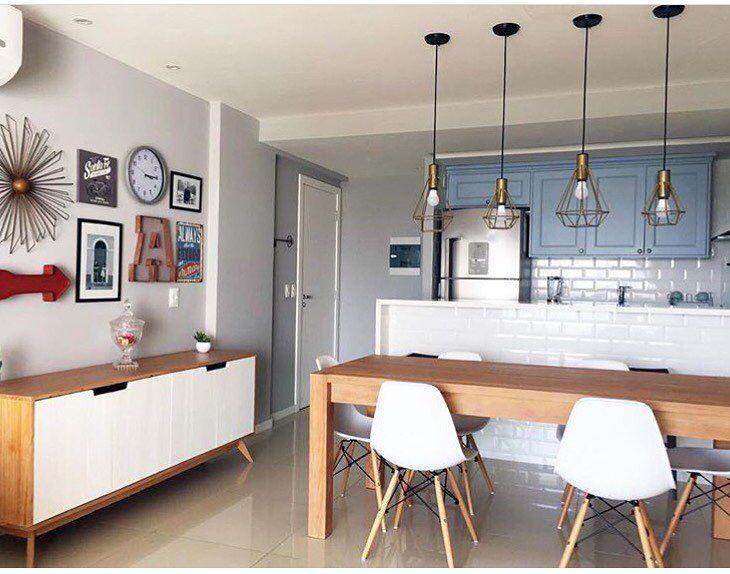 """481 curtidas, 4 comentários - muma. (@muma.com.br) no Instagram: """"Mesa Linear, buffet Base, cadeiras Eames e luminárias pendentes Lady nesse projeto mara do…"""""""