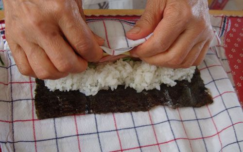 make sushi rolls without a bamboo mat
