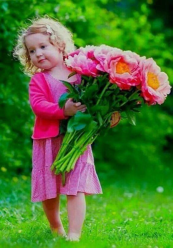 صور اطفال صور اطفال جميله بنات و أولاد اجمل صوراطفال فى العالم Beautiful Children Girls With Flowers Precious Children
