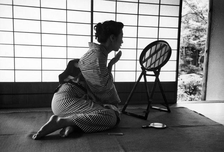 Werner Bischof (1916-1954) Tokyo's beauty, Japan - 1951 Source : Magnum photos