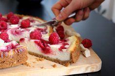 Tällä tajuttoman herkullisella juustokakulla herkuteltiin ystävän kanssa Göteborgissa muutama viikko sitten. (Kuvien kakku on t...
