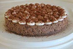 Moi! Tein siskolle syntymäpäivälahjaksi tämän juustokakun. Hän rakastaa suklaata, niin tein tästä oikein suklaisen :) Pohjassa kokeilin ...