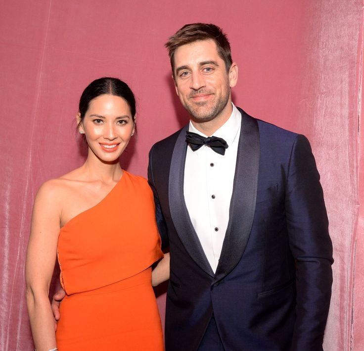It sure looks like Aaron Rodgers has moved on from his breakup with Olivia Munn. The Green Bay Packers quarterback was spotted on a golf date with Baywatch actress, Kelly Rohrbach. According to TMZ, Rodgers and Rohrbach were seen at Westchester Golf Course in Los Angeles on Thursday (27 April) and