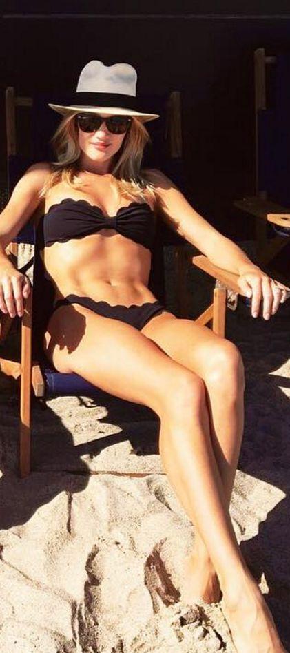 Who made  Rosie Huntington-Whiteley's tan hat, black scallop bikini, gold jewelry, and sunglasses?