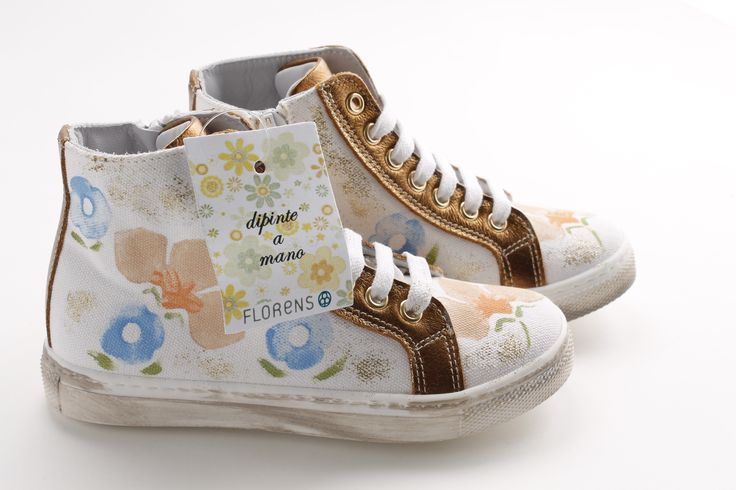 Hand-painted #sneakers...who said that sport can't be chic?