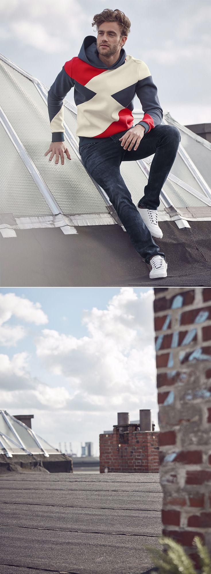 Echte Männer haben Ecken und Kanten – echte Trend-Looks auch! So wie das Hilfiger Denim Kapuzensweatshirt mit angesagtem Colorblocking, das zur Jeans in rauchigem Schwarz-Blau besonders gut aussieht. Die Tommy Hilfiger Sneaker führen das trendige Farbspiel weiter, sodass ein rundum cooler Look entsteht.