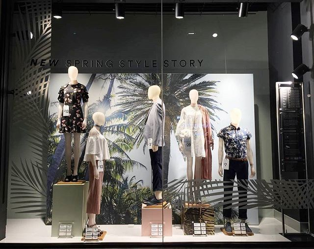 WEBSTA @ visualmerchandisingdaily - Spring style story   #visualmerchandising #windowdisplay #retaillife #primark #london #visualmerchandiser #vmdaily Via @rebecca_patricia_bake