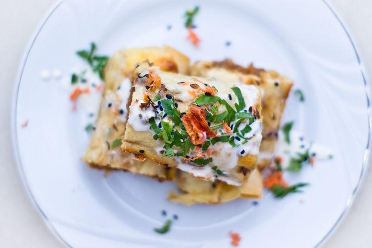 Enchiladas La origine mexicane, tortillas se gasesc astazi in toate partile lumii. Adoptate de majoritatea bucatariilor internationale, apar in mii de forme si sute de interpretari. Sunt extrem de bune si f…