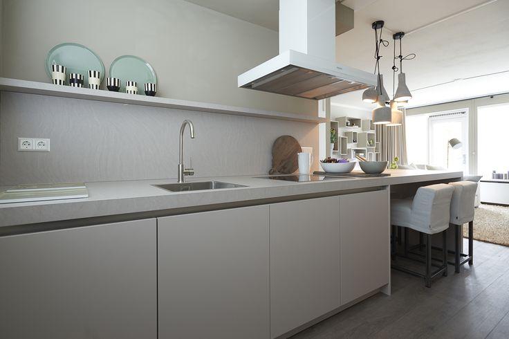 RTLWM Najaar 2015 afl. 5 Lichte keuken met een marmer-look blad van Keukenspecialist http://keukenspecialist.nl/