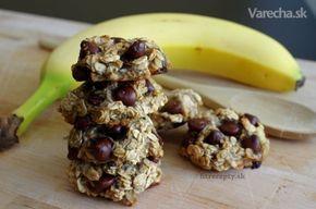 Jeden z mojich najobľúbenejších a takisto najrýchlejších receptov na zdravú sladkosť.  Najradšej si ich pripravujem na raňajky alebo desiatu  deň vopred :) Dúfam, že recept poteší :) Originál receptu som zverejnila na našej stránke: http://www.fitrecepty.sk/bananovo- ovsene-cookies-bez-muky-cukru-vajec-z-troch-ingrediencii/