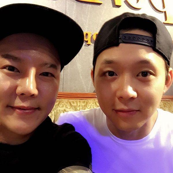 Yuchun visited a pet sitter in Cheongdamdong. Owner calls Yuchun a true pet lover