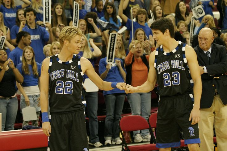 Lucas Scott and Nathan Scott were ready to win the state championship in season 4! #OneTreeHill