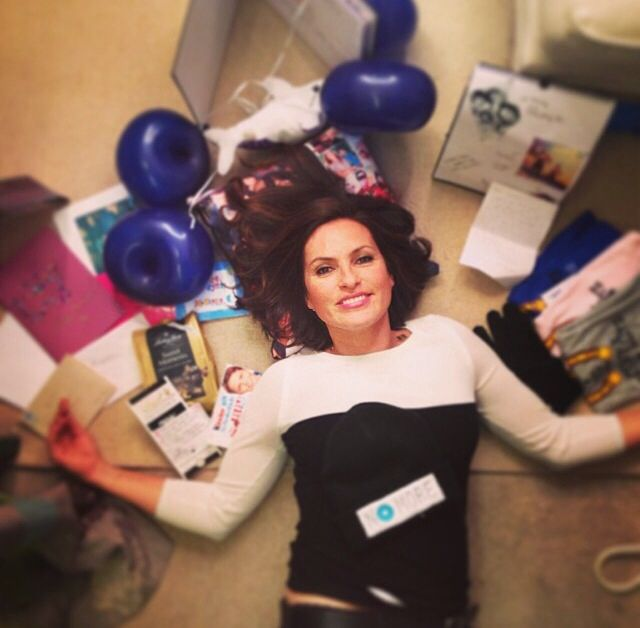 Mariska Hargitay with the present that her fans sent her for her 50th birthday ❤️ Love her!