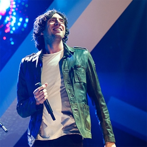 Gary Lightbody. Beautiful Melodic voice. Bands : Tired Pony and Snow patrol