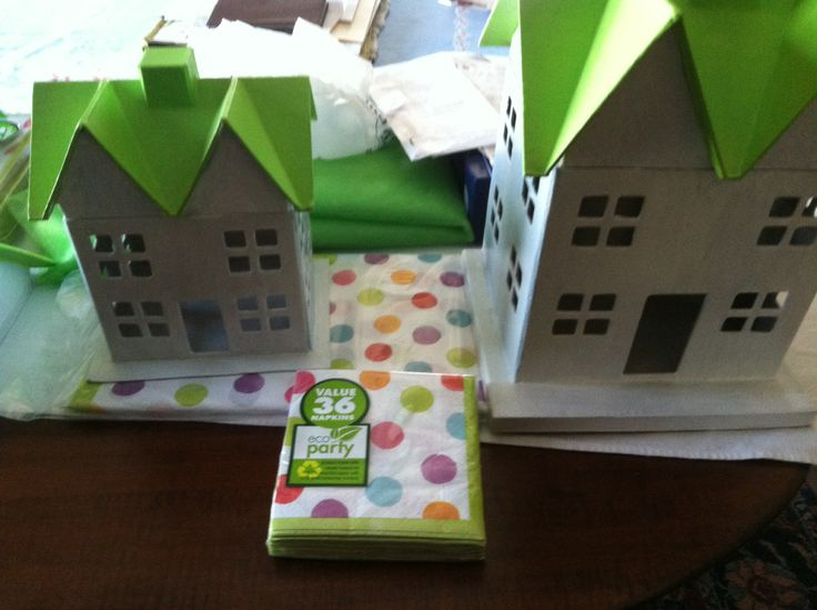 Found these paper mâché houses at Hobby Lobby. Painted them green and white, drilled a hole in the chimney, glued a milk carton inside and put daisies in. Very cute center pieces.