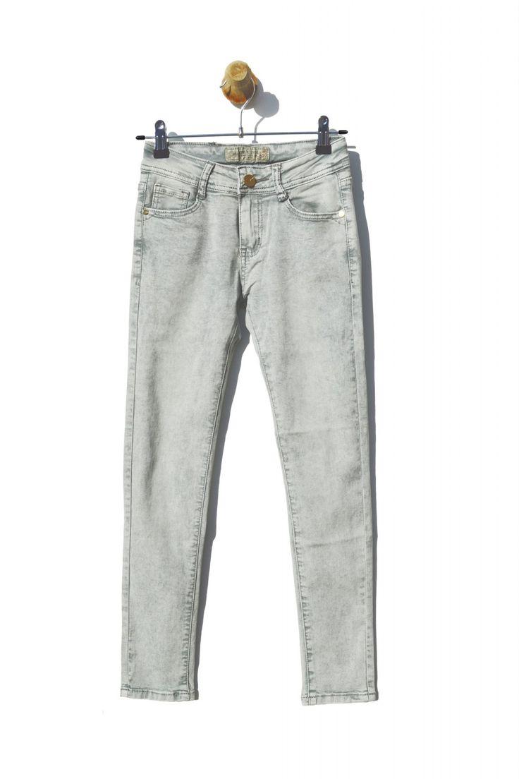 Jeans de niña grises Mini Mignon Condición:  Nuevo Composición: 95% algodón, 5% elastano Categoría: Pantalón Paquetes: 15 piezas Tamaño: 6 años 8 años 10 años 12 años 14 años 16 años De color: Gris Mayorista ropa infantil: http://intueriecommerce.com/es/