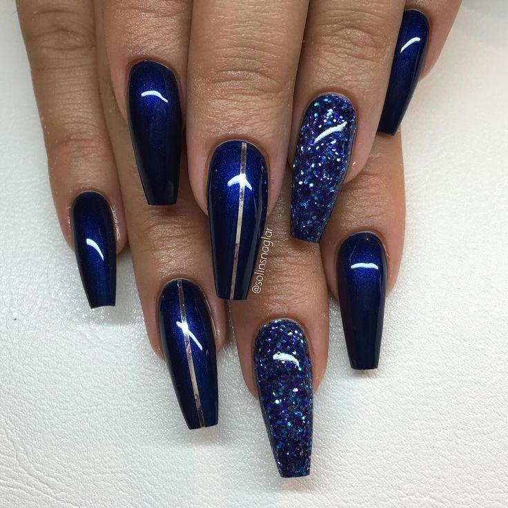 """3,098 Likes, 28 Comments - Solin Sadek (@solinsnaglar) on Instagram: """"""""Midnight Blue"""" med blått glitter och silverstripes"""""""