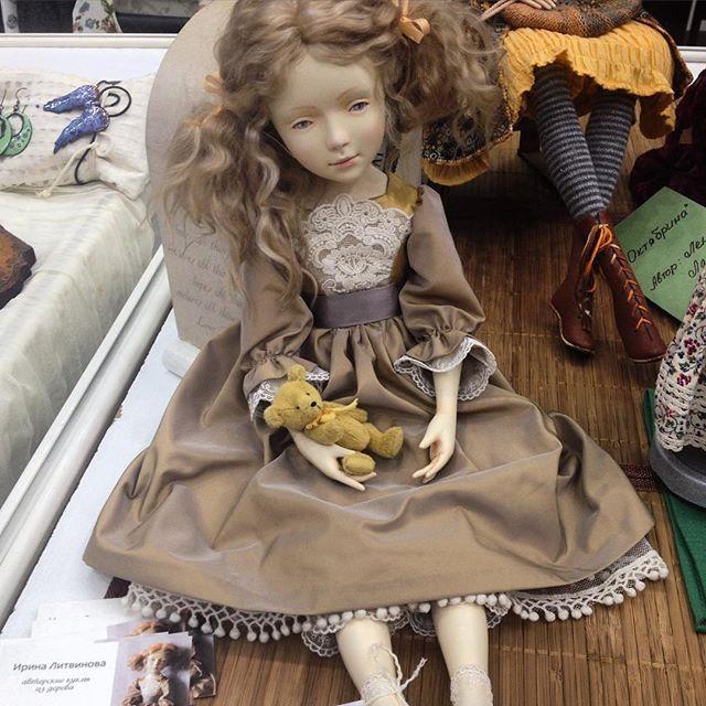 Сидим на #салонкукол Пока без обуви и без имени... Обувь будет позже, а вот имя нужно срочно  #куклаиздерева #iris_dolls #салонкуколнатишинке #салонкукол2015 #авторскаякукла #будуарнаякукла #woodendoll