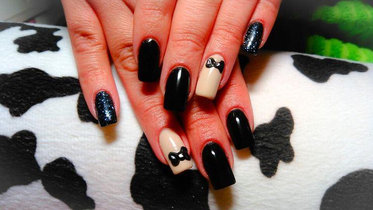 Acrylic nails black