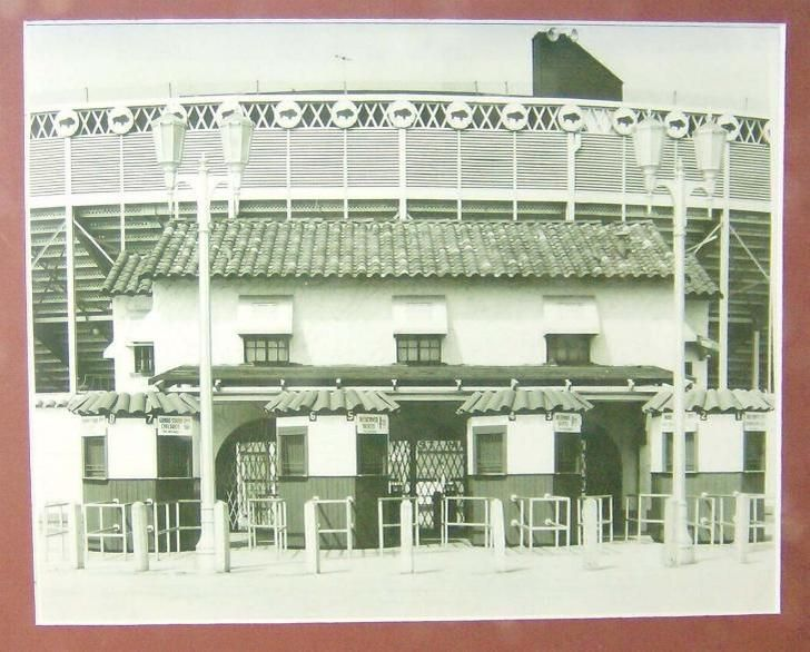 ... Games From 1928 Until 1956 Were Played In Buff Stadium On The Gulf  Freeway, Where The Finger Furniture Store Stands Today South Of Downtown  Houston).