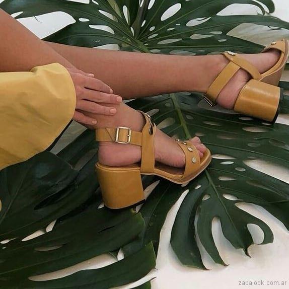 Verano Sandalias Medio Lucerna Calzados 2019Mary Amarillas Taco SMVpzU