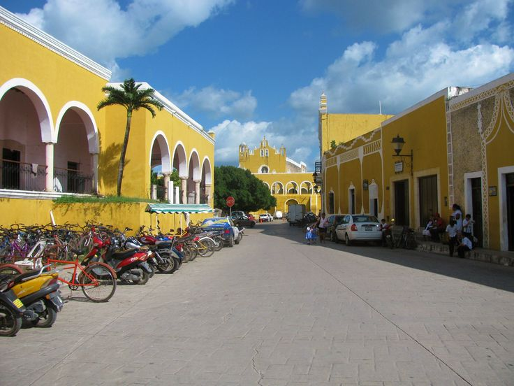 The town of Izamal with the convent of St. Anthony in the background