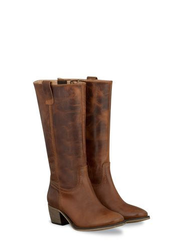 I want these!!! Boots in up to 21 calf sizes & shoes and ankle boots in 3 widths. Style is nothing without fit.