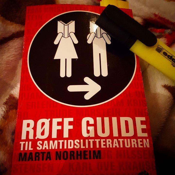 Takk og lov for Røff guide til samtidslitteraturen av Marta Norheim når en skal skrive om litteratur frem til i dag!  #røffguidetilsamtidslitteraturen #røffguide #martanorheim #samtidslitteratur #litteraturhistorie @fagskolen_for_bokbransjen #studie
