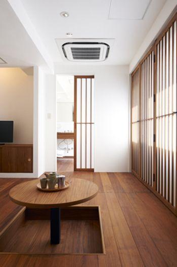 interior & furniture CLASKAの岡嶌要さんのデザイン。シンプルなスタイルの障子から、柔らかくこぼれる太陽の光が爽やかです。