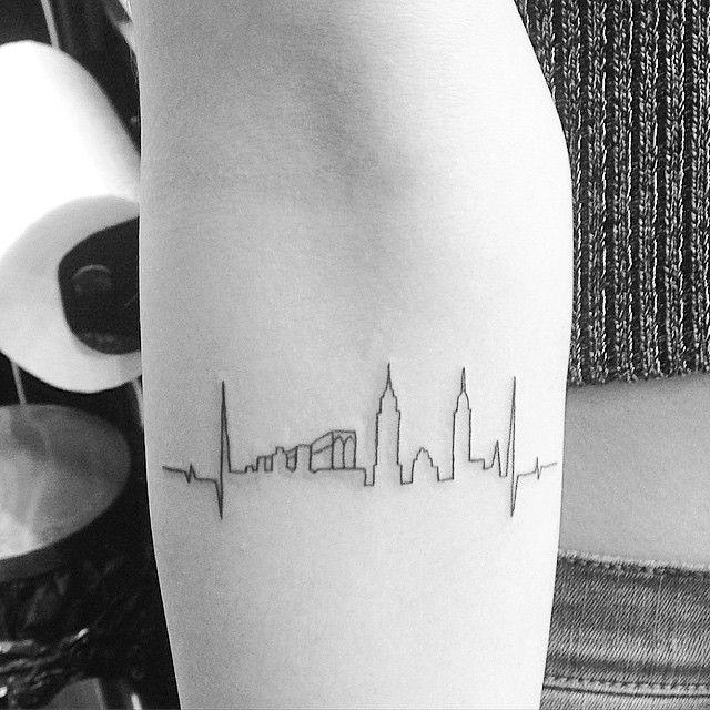 die besten 25 nyc tattoo ideen auf pinterest skyline tattoo new york tattoo und tattoo. Black Bedroom Furniture Sets. Home Design Ideas
