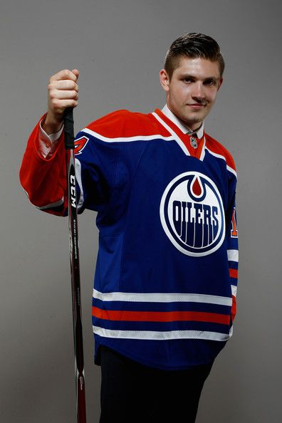 Leon Draisaitl Photos Photos - Third overall pick Leon Draisaitl of the Edmonton Oilers poses for a portrait during the 2014 NHL Draft at the Wells Fargo Center on June 27, 2014 in Philadelphia, Pennsylvania. - 2014 NHL Draft - Portraits