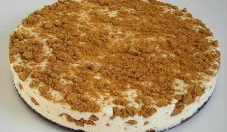 Frusen cheesecake. Här med pepparkaka med man kan lika gärna använda Digestivekex.
