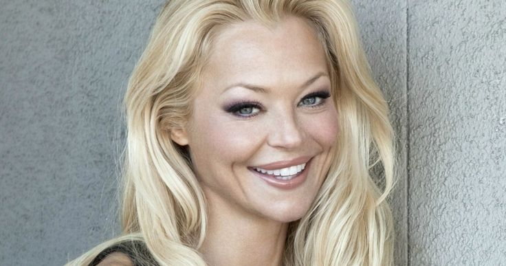 'Arrow' Season 3 Casts Charlotte Ross as Felicity Smoak's Mother -- Charlotte Ross is slated to appear in at least one 'Arrow' episode in November as the mother of Emily Bett Rickards' Felicity. -- http://www.tvweb.com/news/arrow-season-3-casts-charlotte-ross-as-felicity-smoaks-mother