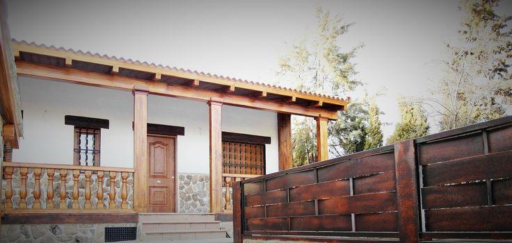 Otro detalle de casa prefabricada rustica con balaustrada - Cerramientos de casas ...