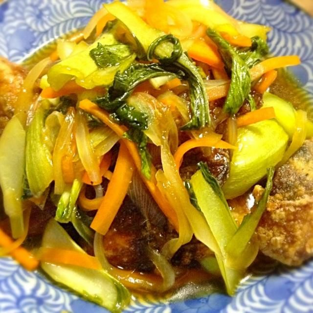 レタスが高いっ!サラダが作れないっ! 葉物食べたいよー!ってコトで青梗菜入りの甘酢野菜あんかけ(笑) 鯖は三枚おろしの骨を取って一口大にカット。 塩麹に漬け込んで揚げました(^^) - 28件のもぐもぐ - サバの竜田揚げ・甘酢野菜あんかけ★ by RIE5839