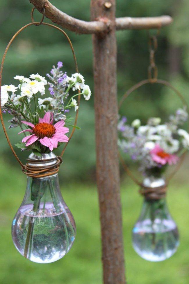 Ideas #DIY para reciclar #bombillas - Macetas para el Jardín