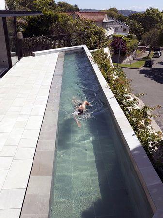 couloir de nage en bas de la maison, sous terrasse