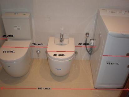 Colocar lavadora en el baño.