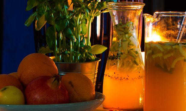 Prepare esta deliciosa sangria de Alvarinho com erva-doce e maçã verde. Ideal para celebrar dias mais especiais, a sangria é refrescante e muito apreciada.