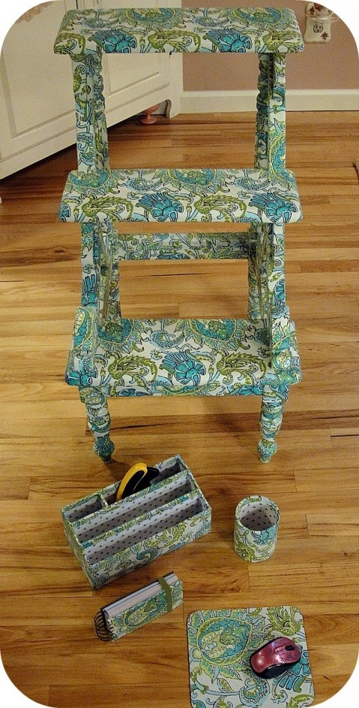 This fabric-covered furniture is done with mod podge. I love how the accessories match