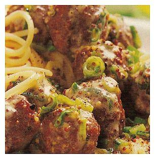 Natuurlijk heb je altijd kant-en-klare zelfgemaakte gehaktballetjes in de vriezer. Een essentieel onderdeel voor warme dagen als je geen zin hebt om te koken en toch lekker wilt tafelen. Nu kun je ze in een tomatensaus plenzen om bij de spaghetti te eten maar dat doen we vandaag niet. Voor vier personen kook je 350 [Lees verder ...]