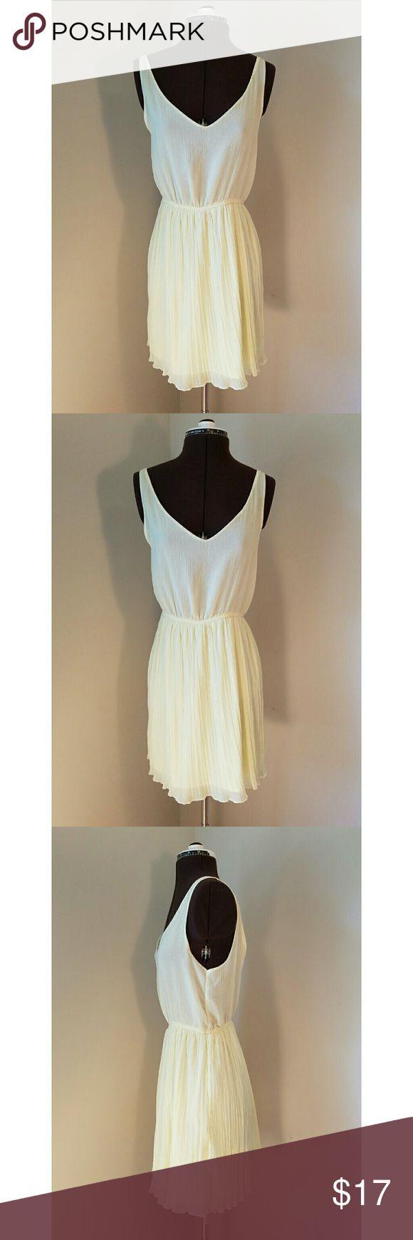 Zara Trafaluc Yellow Chiffon Dress L No stains or damage. Zara Trafaluc. Size L. Light yellow. Open back. Zara Dresses Mini