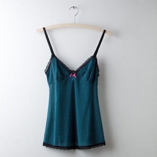 Mesh Houndstooth Camisole – Teal This little powerhouse cami is cute and comfy. The classic houndstooth print is trimmed in delicate lace and finished with a contrasting bow. The fitted bodice offers light support for a no fuss, flattering fit. Call us at : (316) 440-3440