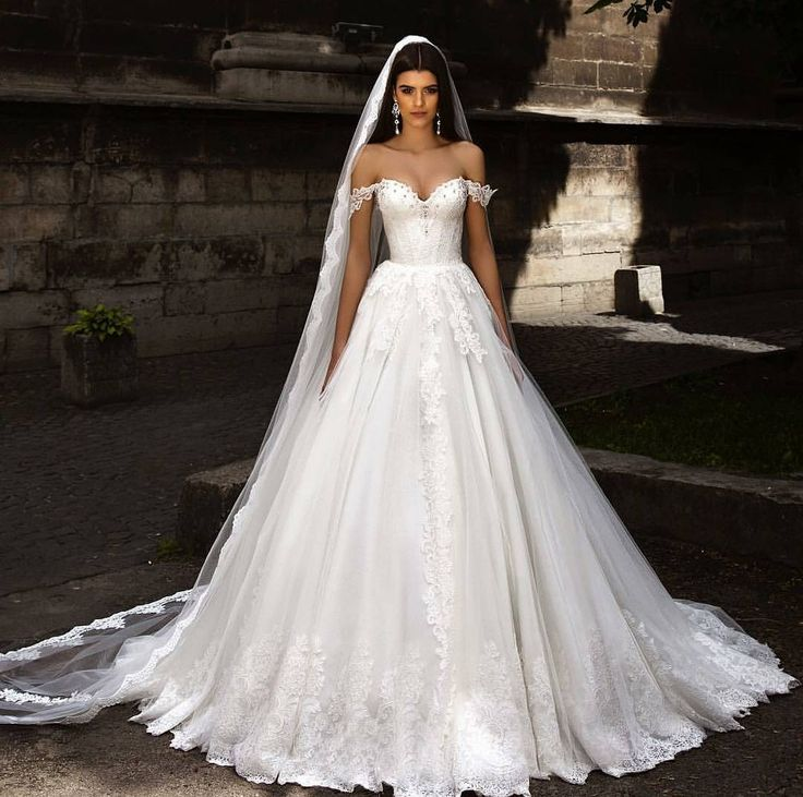 Up next is this gorgeous wedding dress inspiration from @crystaldesign_official. Swooning over its ball gown feature that gives such a princessy feeling while the off-the-shoulder accent adds an alluring touch. Altogether with the cathedral veil this look is stunningly beautiful. Who wants to wear this on your big day? Double tap and tag a friend who would! by weddingdream