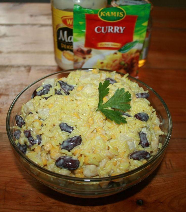 Sałatka z curry, ryżem i kurczakiem