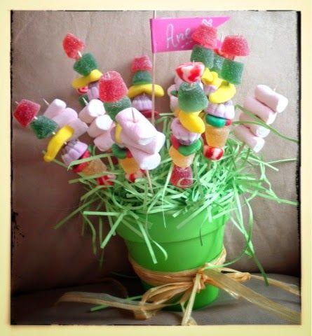 M s de 1000 ideas sobre arreglos con bombones en pinterest for Envolver brochetas de chuches