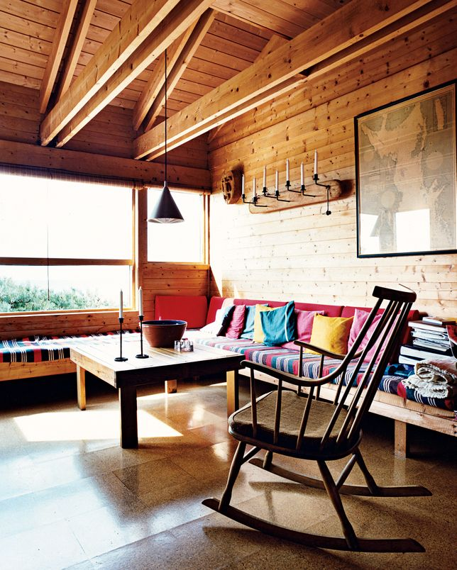 cottages-cabins-living-rooms-light-wood-multi-colored-benches-built-in-furniture-candle