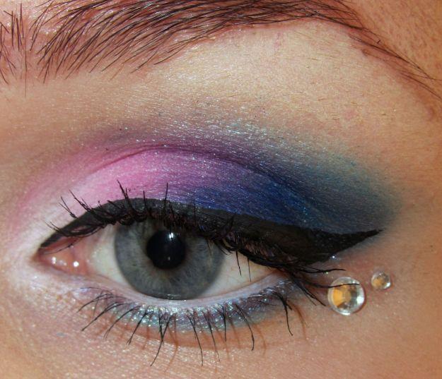 Макияж для серо-голубых глаз с розово-синими тенями и камнями ::: onelady.ru ::: #makeup #eyes #eyemakeup