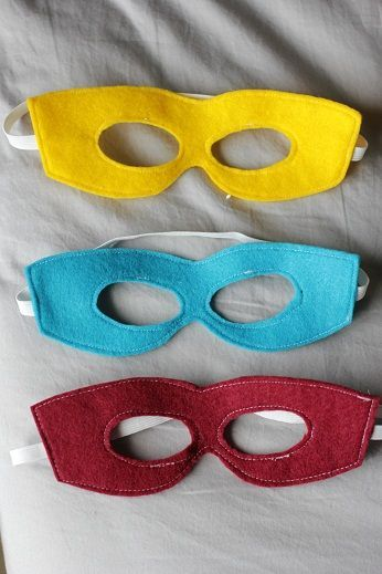 free printable super hero mask, felt super hero mask pattern and tutorial --for party favors-- 2 colors so its reversible (blue on one side, red the other, and purple/pink)-- but just glue gun, no sew