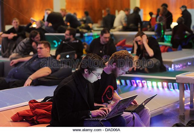 participants-of-the-28th-annual-convention-of-chaos-computer-club-dad06a.jpg (640×439)